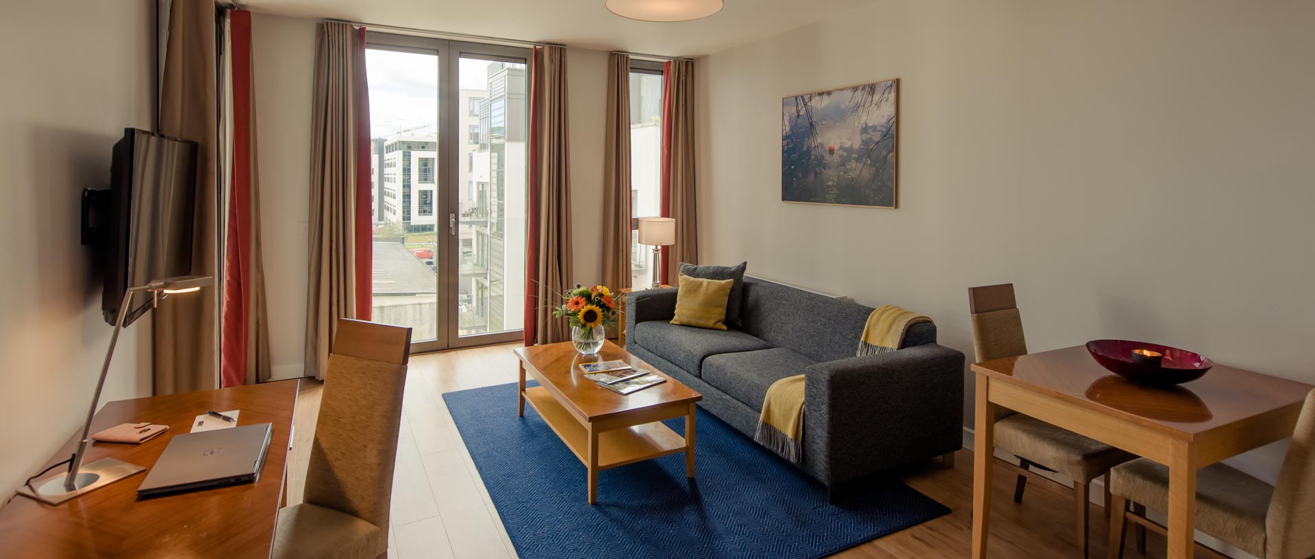 PREMIER SUITES Dublin Sandyford full living room
