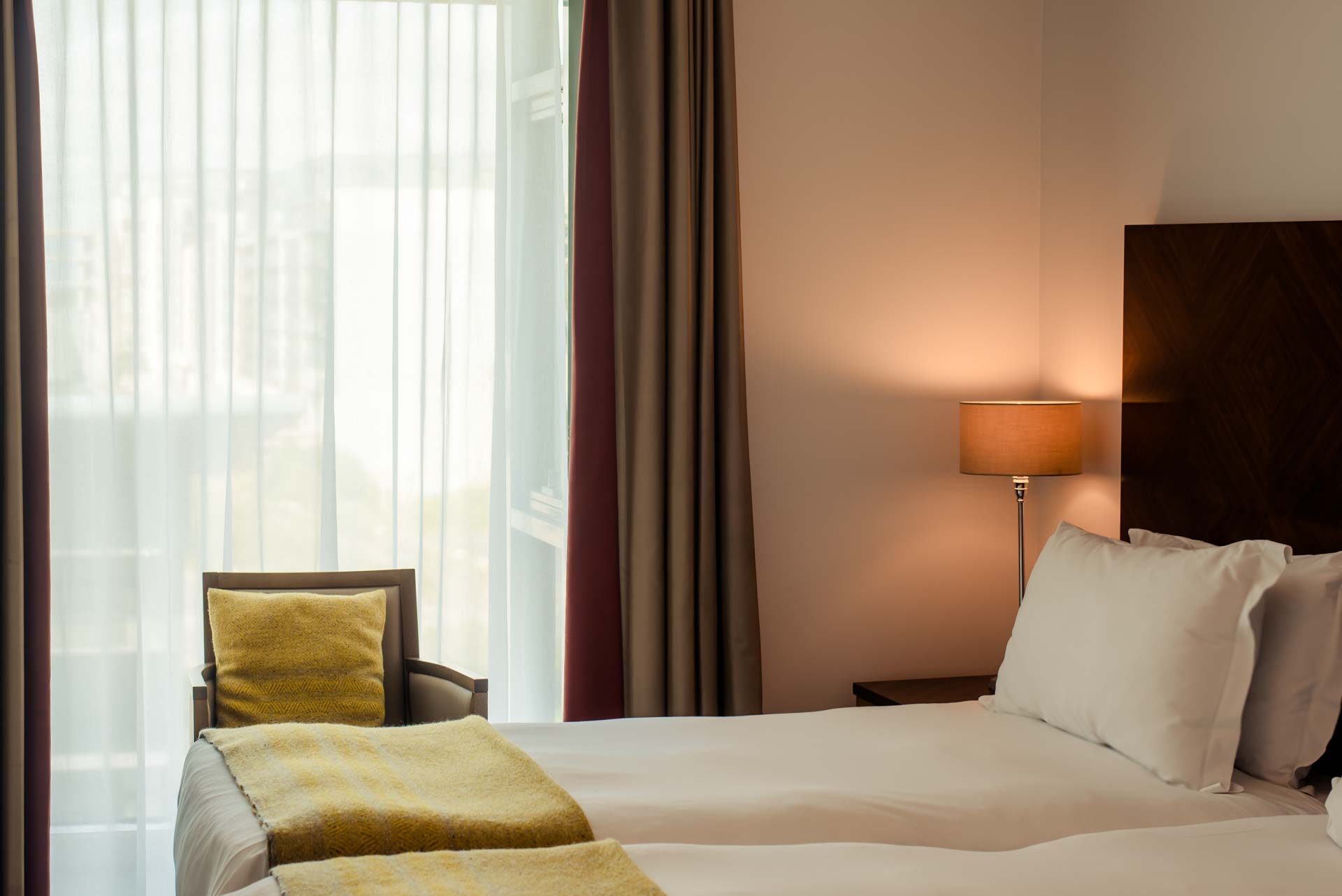 PREMIER_SUITES_Dublin Sandyford twin bed and view